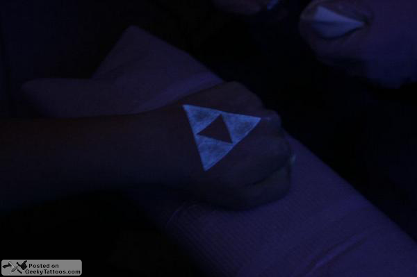 Street fighter skull tattoos and more geeky tattoos for Triforce hand tattoo